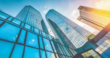 Grands immeubles en verre